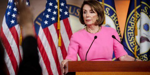 Nancy Pelosi contro Facebook: 'è un'azienda vergognosa e irresponsabile'