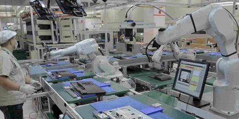 Robot, sono 2,7 milioni quelli operativi nelle fabbriche mondiali. In Italia rubano lavoro ai giovani