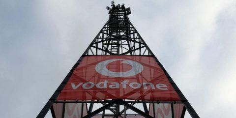 Vodafone Uk al Governo, cancellare l'asta 5G e assegnare frequenze al prezzo di riserva