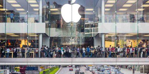 """Cina supera """"picco"""" covid-19 e Apple riapre i negozi. Foxconn riparte, occhi puntati sull'iPhone 5G"""