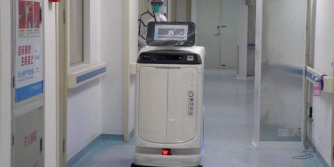 Coronavirus, dagli USA alla Cina anche i robot in campo per combattere l'epidemia (Video)