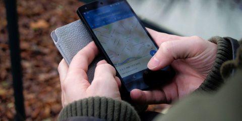 """Renzi (in video), Morelli e Burioni: """"Tracciare i contagiati con i telefonini"""". Ma le norme privacy lo permettono?"""