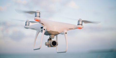 In volo i droni per controllare gli spostamenti. Le 8 prescrizioni di Enac