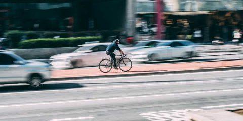 """Mobilità e """"Fase 2"""", De Micheli: """"Allo studio bonus da 200 euro per acquisto mezzi elettrici"""". Ipotesi app anti-affollamento per bus e metro"""