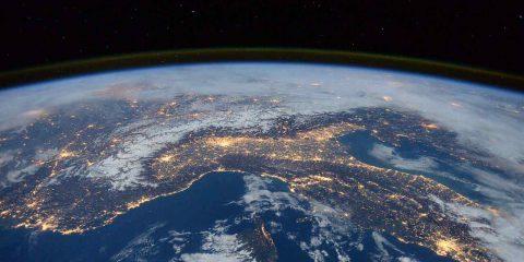 Open Fiber punta anche sul satellite. Accordo con Telespazio per le aree bianchissime