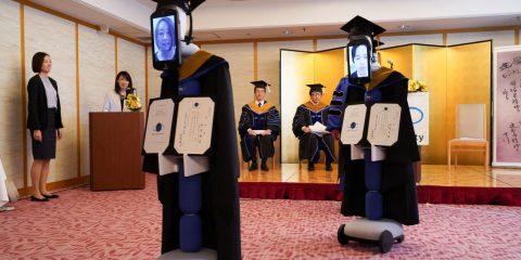 In Giappone i robot sostituiscono gli studenti in quarantena e ritirano il diploma