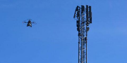 5G 'militarizzato' negli Usa. Droni, barriere e telecamere per difendere le antenne da vandali e fake news