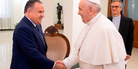 Luca Tomassini presenta a Papa Francesco VatiVision