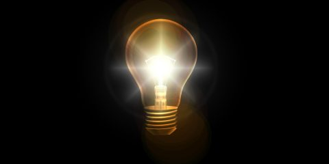 Bollette luce, per i consumi reali si paga solo fino al 38% del costo totale