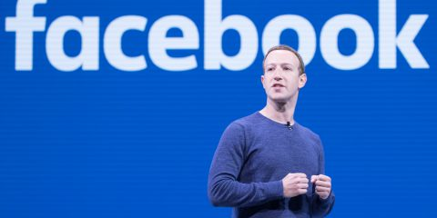 Garante privacy irlandese a Facebook: 'Stop al trasferimento dati europei negli Usa'