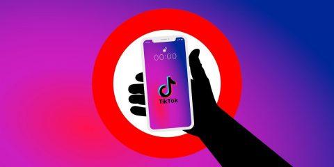 I pericoli del web. Su TikTok il 17% dei bimbi da 6 a 10 anni. L'indagine del Moige (Scarica il report)