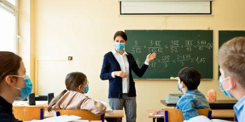 Scuola, tra didattica a distanza e diritto all'istruzione. Un difficile ritorno in classe