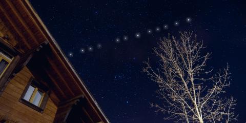 Starlink, il progetto di Elon Musk lancia altri 60 satelliti. Monito degli astronomi: 'Sono troppi e luminosi'