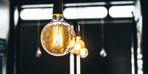 Aumenti luce e gas, come combatterli con il mercato libero
