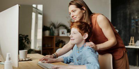 Oltre TikTok, la cittadinanza digitale consapevole di minori, genitori, insegnanti e vip