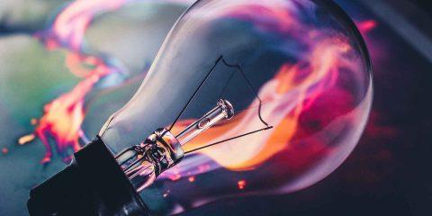 Piccoli negozi e crisi economica: come ridurre le bollette di luce e gas