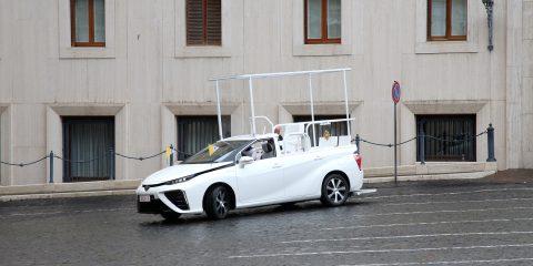 Idrogeno, Papa Francesco per fare il pieno dovrebbe arrivare a Bolzano. Le differenze con l'e-mobility
