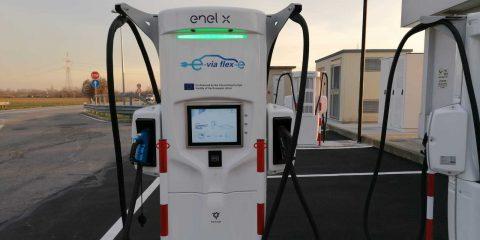 Auto elettriche: arrivano in Italia le stazioni di ricarica ultraveloce, massimo 15 minuti