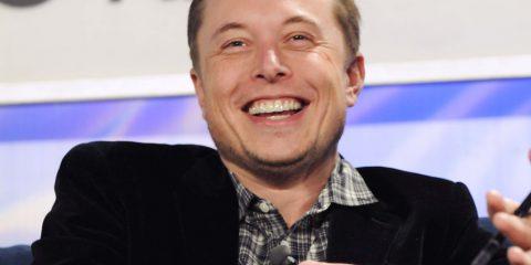 Elon Musk scarica bitcoin: inquina troppo e non sarà accettato per l'acquisto di Tesla (a meno che non diventi green)