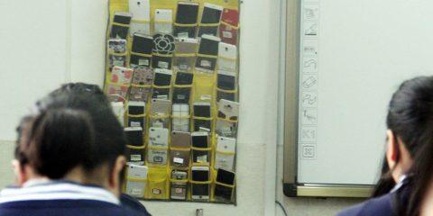 La Cina vieta gli smartphone in classe