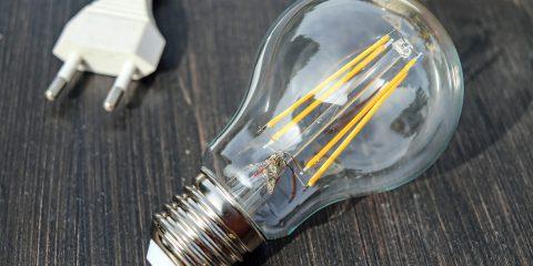 Ci sono offerte luce adatte ai single? Le tariffe consigliate per chi vive solo
