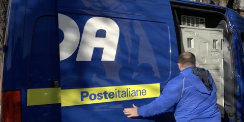 Vaccino Moderna, Poste Italiane consegna la seconda tranche di 66mila dosi