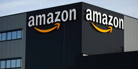 Amazon, telecamere a bordo dei camion. E' polemica sulla privacy degli autisti
