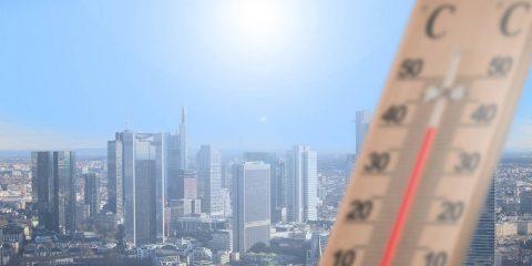 50 giorni in più di caldo intenso l'anno a Napoli, 28 a Roma. Come cambia il clima nelle città italiane. Lo Studio