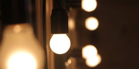 Cosa implica il rinvio della liberalizzazione del mercato luce e gas al 2023?