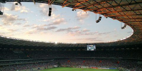 Diritti tv, dietro allo scontro sul calcio la partita fra Sky e Tim