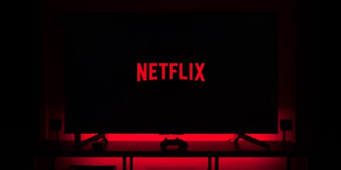 """Netflix, artisti al Governo: """"Limitare strapotere OTT. Niente equo compenso con lo streaming"""""""