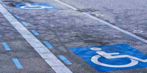Disabili: dal Governo nuova banca dati per i permessi ZTL, un pass valido in tutte le città. Ok dal Garante privacy