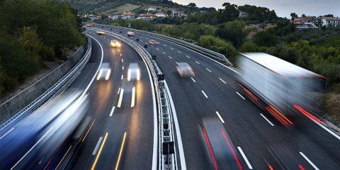 Dal 2035 solo auto zero emissioni sul mercato. Proposta Ue per stop a benzina e diesel, ma che ne sarà delle ibride?