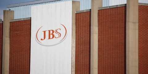 Attacco informatico alla multinazionale JBS, in Australia produzione ferma e dipendenti a casa