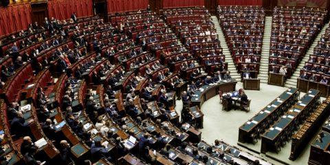 Green pass, 'graziati' i parlamentari in Aula e in Commissione